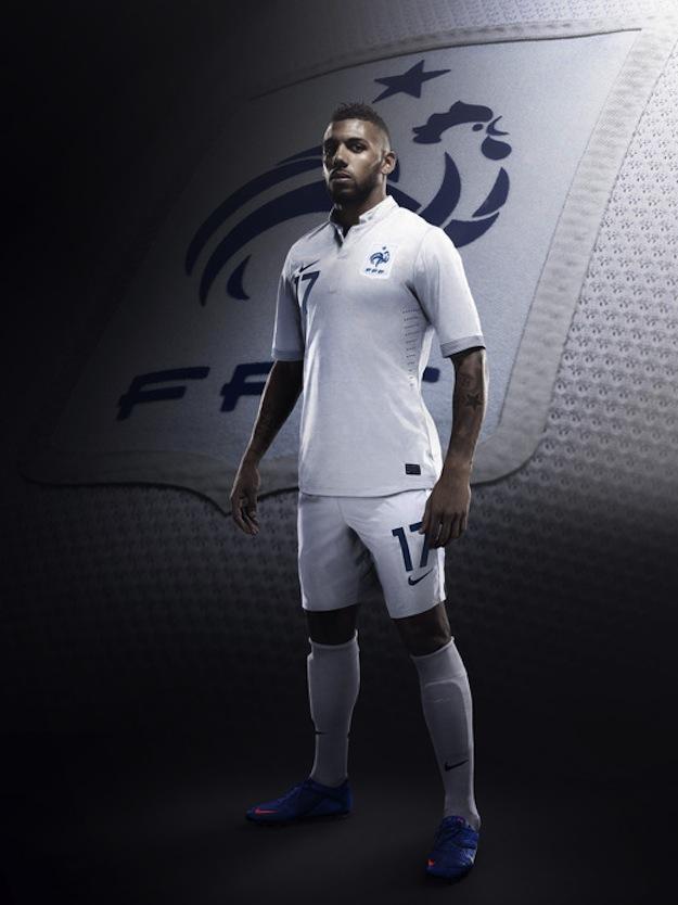 Le nouveau maillot de l equipe de france pour l euro 2012 for Maillot equipe de france exterieur 2013